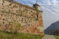 Väggar av Brasov den medeltida citadellen, Rumänien Arkivfoton