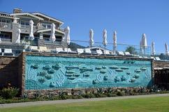 Väggkonstarbete på montagesemesterorten i södra Laguna Beach, Kalifornien Arkivbild
