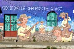 Väggmålning på ett hus på Ataco i El Salvador Arkivbilder
