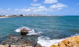 Vågor som tvättar sig över Marine Buoy Royaltyfria Bilder