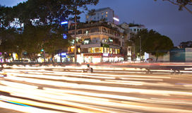 Vägtrafik på aftonen i Saigon, Vietnam Arkivfoto