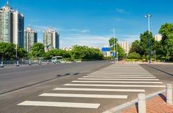 vägövergångsställe, stadsgatazebramarkering Royaltyfri Foto
