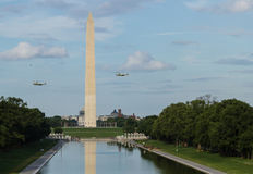 VH-3 Helicopters (Marine One) fly over the Washington monument Royalty Free Stock Photos