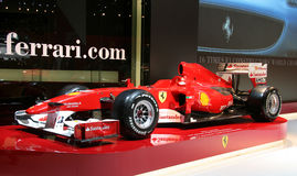 Véhicule de la formule 1 de Ferrari au Salon de l'Automobile de Paris Photo stock