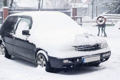 Véhicule sous la neige Photographie stock