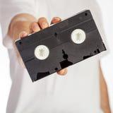 VHS kassetthåll vid handen Royaltyfri Foto