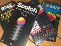 VHS-Videokassetten, viele Marken sind erkennbar lizenzfreies stockbild