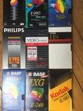 VHS-Videokassetten, viele Marken sind erkennbar stockfotos