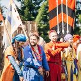 VI中世纪文化节日的战士参加者  库存照片