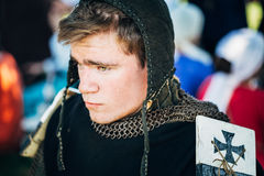 VI中世纪文化节日的战士参加者  库存图片