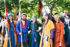 VI中世纪文化节日的战士参加者  图库摄影