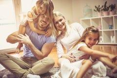 Vi gör alltid tid för familj royaltyfri fotografi