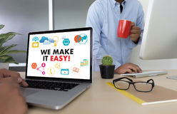 VI GÖR DET LÄTT! Affärslaghänder på arbete med finansiell repo arkivfoton