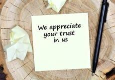 Vi uppskattar ditt förtroende i oss paper text för mat royaltyfri foto