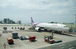 Via aérea tailandesa aterrada em Phuket Ai internacional Fotografia de Stock