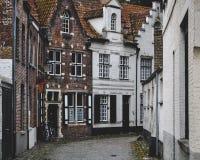 Via accogliente a Bruges Immagini Stock