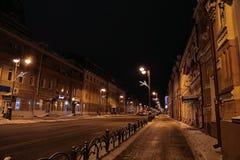 Via alla notte in Tjumen', Russia di inverno Fotografie Stock