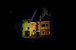 Via Cesky Krumlov di notte Fotografie Stock Libere da Diritti
