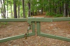 Via chiusa del cancello della sosta nazionale alla natura fotografie stock libere da diritti