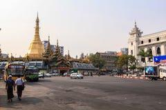 Via in città concentrare a Rangoon Immagini Stock