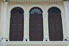 Via coloniale decorata 9, Singapore di purvis degli otturatori e delle finestre Immagine Stock Libera da Diritti