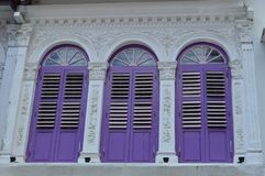 Via coloniale decorata 13, Singapore di purvis degli otturatori e delle finestre Fotografia Stock