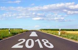 2018 - via con la freccia e l'anno fotografia stock libera da diritti
