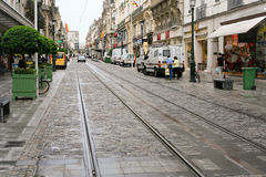 Via con la strada del calibratore per allineamento in città Fotografia Stock Libera da Diritti