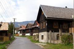 Via con le case di legno immagini stock libere da diritti