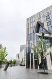 Via con le costruzioni moderne a Dusseldorf, Germania Fotografia Stock Libera da Diritti