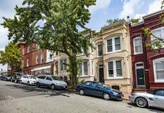 Via con le vecchie case vittoriane a Georgetown, Washington immagini stock