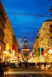 Via Dante-het winkelen straat met mensen bij nacht Royalty-vrije Stock Fotografie
