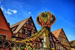 Via decorata per pasqua nel tauber del der del ob del rothenburg Immagine Stock Libera da Diritti