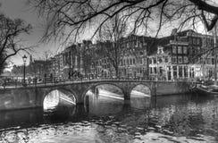 Via del canale a Amsterdam Paesi Bassi HDR immagine stock libera da diritti