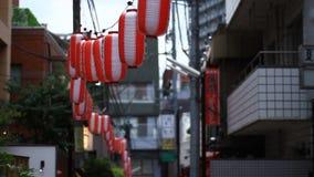Via del centro di giorno di Kagurazaka video d archivio