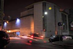 Via del centro Di Milaan, in de nachtelijke atmosferen stock afbeeldingen