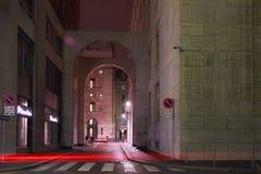 Via del centro Di Milaan, in de nachtelijke atmosferen royalty-vrije stock foto's