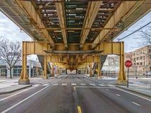 Via del lago al di sotto del treno elevato nella vicinanza di Fulton Market West Loop Vie principali in vie di Chicago in Illinoi fotografia stock