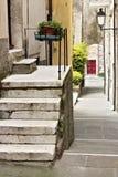 Via del villaggio antico di Colonnata, famoso per il produ fotografia stock