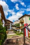 Via del villaggio delle alpi Italia Immagine Stock Libera da Diritti