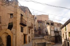 Via del villaggio di Horta de Sant Joan, Terra Alta, dragoncello Immagine Stock