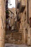 Via del villaggio di Horta de Sant Joan, Terra Alta, dragoncello Fotografia Stock Libera da Diritti