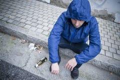 Via dell'uomo di alcolismo Fotografia Stock Libera da Diritti
