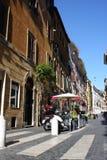 Via Della Vite är en upptagen och trendig gata av Rome Arkivfoton