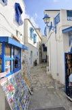 Via detta di Sidi Bou con i negozi ed i colori blu Fotografia Stock Libera da Diritti