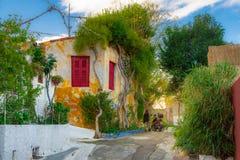 Via di Anafiotika nella vecchia città di Atene, Grecia Anafiotika è distretto costruito dai lavoratori dall'isola Anafi fotografie stock libere da diritti
