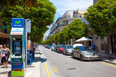 Via di Avenida Costa Brava al giorno di estate Tossa de marzo Fotografia Stock Libera da Diritti