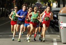 Via di Barcellona ammucchiata di correre degli atleti Immagini Stock Libere da Diritti