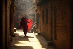 Via di Bhaktapur di mattina nel Nepal Immagine Stock
