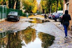 Via di Bucarest in autunno fotografia stock libera da diritti